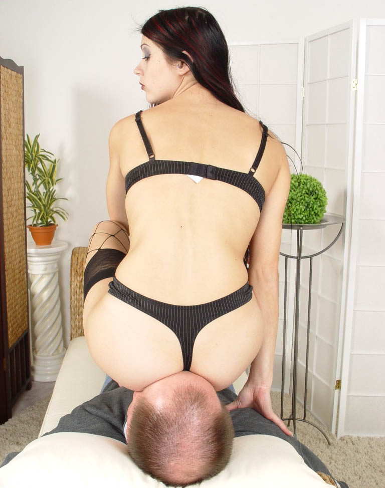 Mistress In Thongs Facesitting