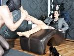 dominatrix-foot-worship
