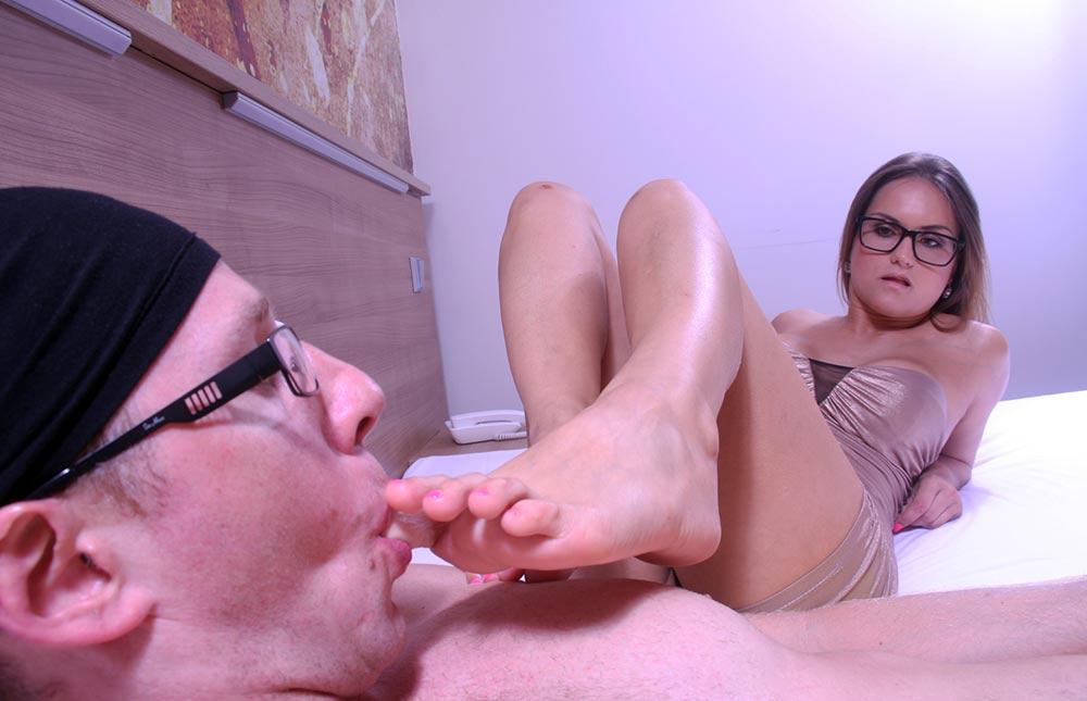 slave sucking toe