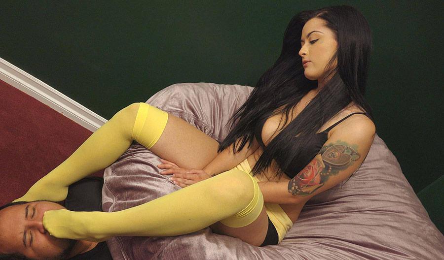 stockings feet smelling